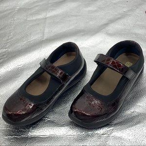 Drew Mary Jane Shoes Size 9 WW Like New